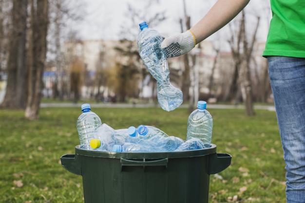 El plástico PET es el tipo de material más utilizado a nivel mundial para la fabricación de envases plásticos así como también de textiles.