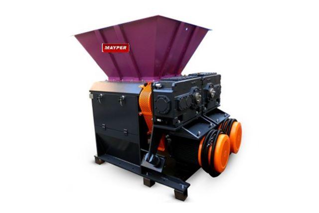 Molino desgarrador de ejes especial para film. También es útil para reciclar otros plásticos, madera y cartón. Maquinaria para reciclaje. Valencia, España.