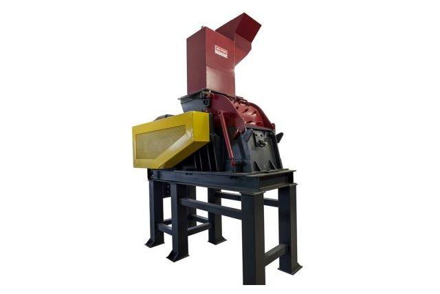 Molino triturador de martillos apto para la trituración de componentes eléctricos y electrónicos, placas, pequeños electrodomésticos y similares. Maquinaria para reciclaje. Valencia, España.