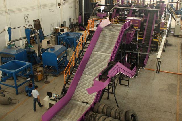 Planta para reciclaje de neumáticos. Sistema de triturado y separación de caucho, metal y fibras.