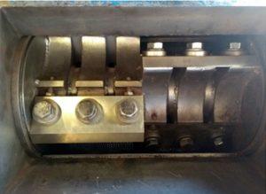 Caja de trituración tradicional con corte recto entre las cuchillas fijas y las móviles